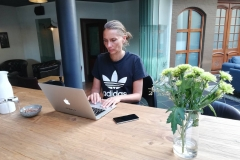 Lise B arbejder på de næste numre af WissensWert